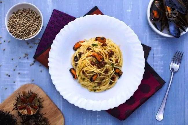 Spaghetti cozze e ricci di mare